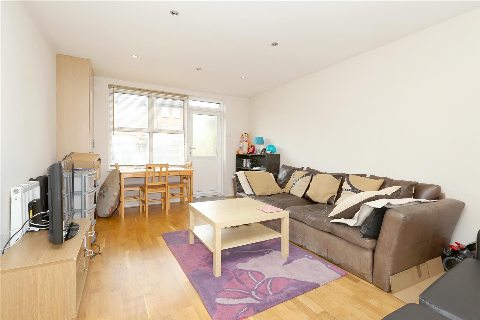 4 Bedrooms House for sale in Beeston Close, London